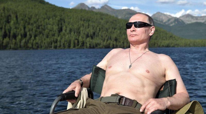 Putin senza camicia